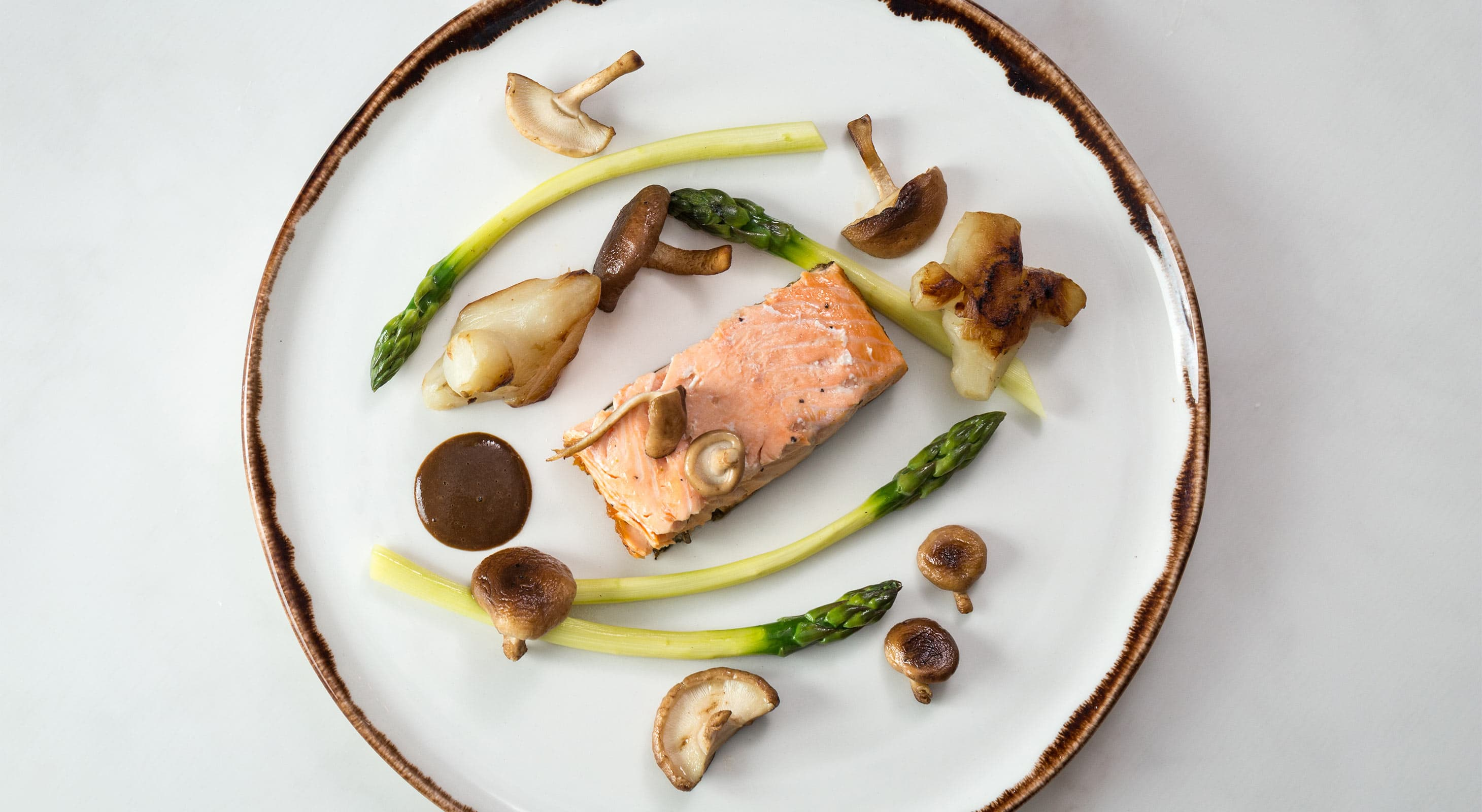 Salmon with asparagus and mushrooms